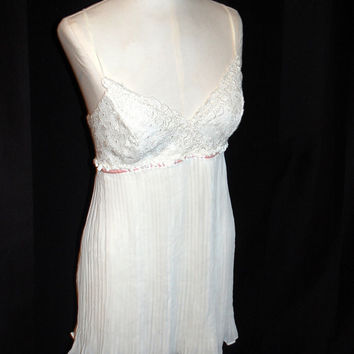 1990s Flora Nikrooz Swooping Cream Baby doll Teddy / Nightgown / Negligee / Slip / Womens Size Large / High Fashion / Burlesque