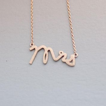 Shunyun Dainty Letter Mrs Necklaces for Women Tiny Love Alphabet Necklaces Simple Word Initial Necklaces Wedding Gift