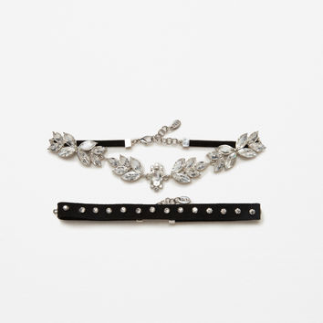 2-PACK OF SHINY FLORAL CHOKERS DETAILS