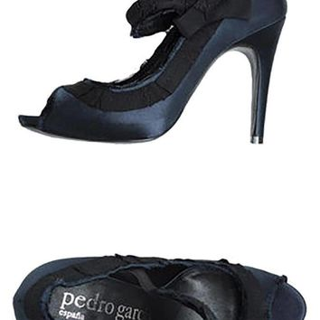 PEDRO GARCIA Navy Blue & Black Pumps
