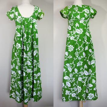 1960's green dress, small dress, size 6, long dress, Hawaiian kaftan, Polynesian maxi dress, long train, short sleeve dress