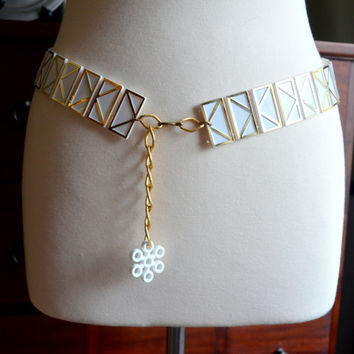 Vintage 1960s Plastic Belt, White and Gold Tone Chain Link with Snowflake Dangle, Boho Hip Belt, Mod Fashion Belt