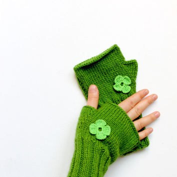 Hand knit with a soft yarn / Winter trends 2014 collection .Valentines days . Shamrock / EtsyXO . St . Patricks day . Winter fashion .