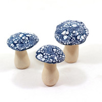 Blue and white ceramic mushrooms, Home decoration Collectibles Miniature sculpture