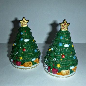 Vintage Christmas Tree Salt & Pepper Shakers Holiday Home Decor S + P Ceramic Porcelain Collectible Stocking Stuffer Gift Gold Star Trees