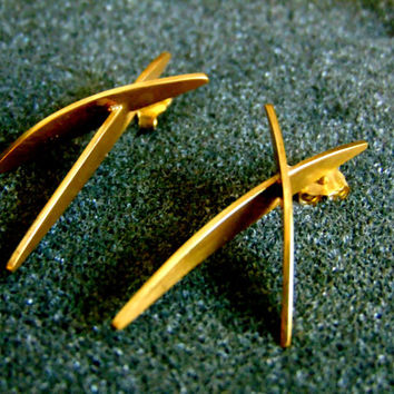 Stunning 18k gold minimal earring for women-18k gold  dangle earrings- Gold X earrings- Artisan jewekry-Women statement earrings-Greek art