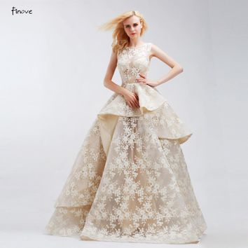 Vintage Embroidery Wedding Dresses Champagne Bridal Gown Sleeveless Layered Lace Floor Length