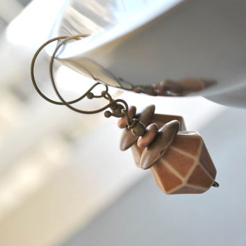 Geometric Lucite Earrings - Vintage Bead Earrings - Light Weight Brown Earrings
