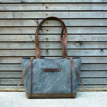 Waxed canvas tote bag with waxed leather handles, straps, and a double waxed canvas bottem COLLECTION WOMEN