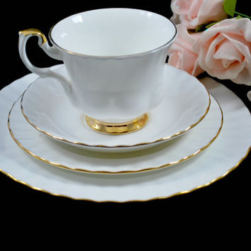 Dinnerware Set White and Gold Tea Set Bread and Dessert Plates , Serving One Dinner Set