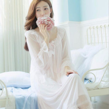2017 Vintage Romantic Classic Princess Long Sleeve sleepwear and robes Women long white pink lace Nightgowns sleep dress 039