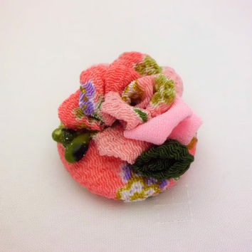 Fabric covered button hair clip, Japanese chirimen kanzashi, Pink rose, Fabric covered button snap clip, Fabric flower brooch, 38 mm button