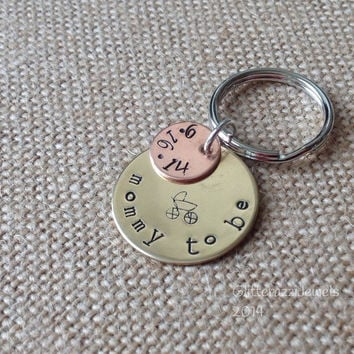 Pregnant Mom or Dad Keychain.Mommy To Be. Expectant parents. Baby shower . Personalized keychain for new baby. Sister, friend, co wo