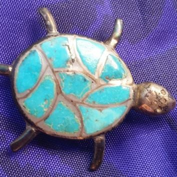 Zuni Native Americal HAIOO signed H Turquoise inlay sterling silver turtle pin brooch vintage