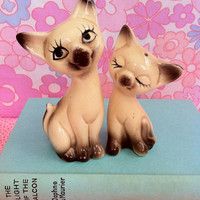 Retro cat figurines!! Cute, kitsch, vintage, ceramic Siamese kitty pair! MeOw!