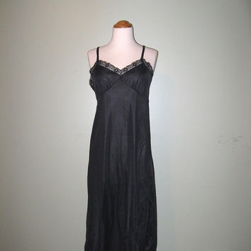 Vintage Maidenform Black Nylon and Lace Slip / Vintage Lingerie / size 36
