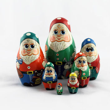 Matryoshka Russian Nesting Doll Babushka Beautiful Seven Dwarfs Tale Skazka Set 7 Pieces Pcs Hand Painted Wooden Souvenir Handicraft Craft