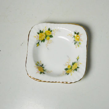 Small China Plate Royal Windsor Fine Bone China Dish Vintage Yellow Flowers Vintage Trinket Jewelry Soap Ring Dish Cottage Farmhouse Decor