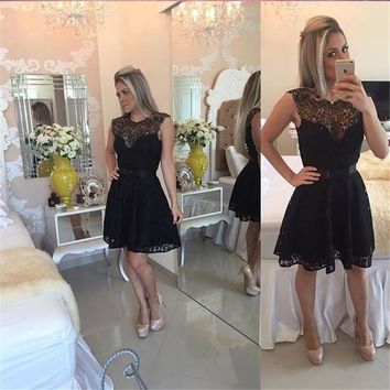 Glamorous Black Lace Short Homecoming Dresses Simple Sleeveless Scoop Short Cocktail Dress Cheap Black Knee Length Prom Dress