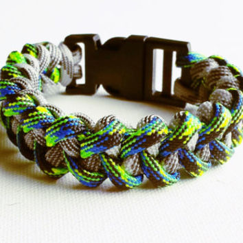 Paracord Bracelet- Para-Band- Paracord Survival Bracelet- Camping Gear- 550 paracord- Military Bracelet- Two Tone- Gifts for Him/Her