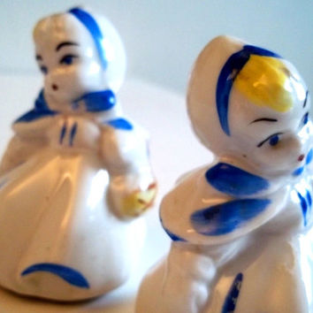 Vintage Two Little Dutch Girls Salt and Pepper Shakers // Collectible from the 1950s // Made in Japan // Blue and White // Porcelain