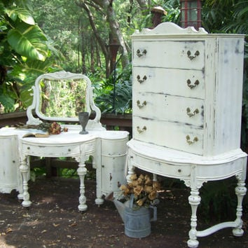 Bella Collection Vintage Vanity and Dresser