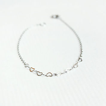 tiny hearts dainty chain bracelet - minimalist jewelry / valentine's gift for her under 20