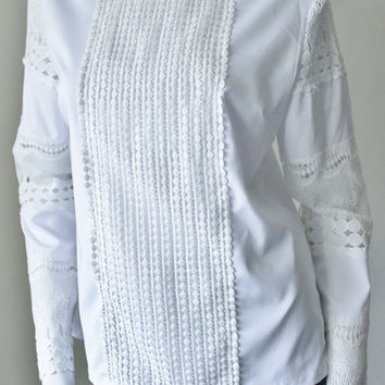 Vintage white blouse, lace, long sleeves, 1970s, 1980s, lace front bodice. Gorgeous, excellent condition. S/M