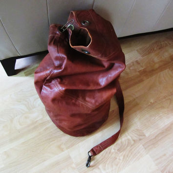 extra large distressed unbranded cognac brown leather over the shoulder duffle bag. large leather gym bag. large leather tote