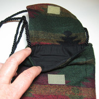 Classic Indian blanket design on a lightweight shoulder or cross body purse for small carry alls.