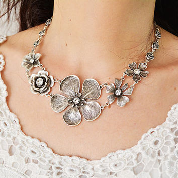 BOHEMIAN CHOCKER NECKLACE, Flowers pattern Antique Silver plated Chocker Necklace, Gypsy Tribal statement Ethnic Turkish Vintage  Necklace