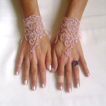 Pale Lilac pink lace gloves free ship bridal cuff fingerless lace gauntlets bridesmaid guantes french lace pink lilac light plum