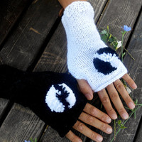 Black Glove, White Gloves, Knit Mittens, Hand Warmer,Winter Gloves,Gloves,Pompom Gloves,Knitted Gloves,Women gloves,Arm Warmers,Girls Gloves
