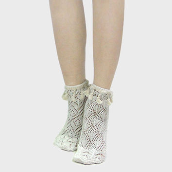 Lace Scalloped Tassel Ankle Socks - Ivory