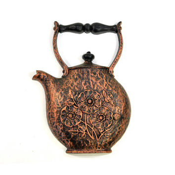 Copper Painted Teapot Wall Hanging by Dart / Homco - Rustic Antiqued Styling, Bold Decorative Kitchen Accent - Vintage Home Decor