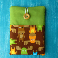 iPad Mini Case Cover, for Nexus 7, Kobo Glo, Kindle Fire HD, Nook etc. Cosy Custom Made Padded Sleeve - Moose / Green with Front Pocket.
