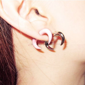 Stereoscopic Crescent Ox Horn Stud Earring - Free + Shipping