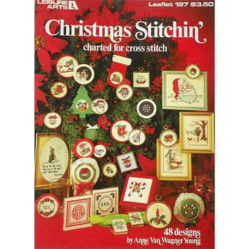 Christmas Stitchin' - Counted Cross Stitch Leaflet - Leisure Arts