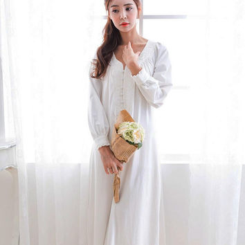 Women Long Sleeve White Sexy Vintage  Women Sleepwear Lace Nightgown Leisure Loose Night Wear Sleepwear Silk Nightgown B4082