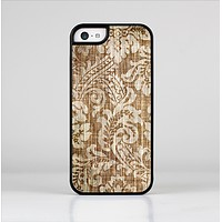 The Antique Floral Lace Pattern Skin-Sert Case for the Apple iPhone 5c