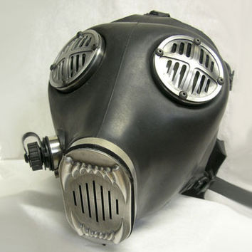Apocalypse Hardware: Fang Gas Mask - Antiqued