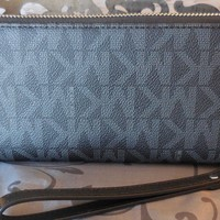 MICHAEL KORS~Jet Set Travel Continental SIGNATURE Wristlet Wallet~BLACK~NWT$188