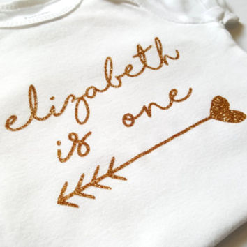 Personalized birthday bodysuit, First birthday, One, Cake smash photoshoot, baby girl boy clothes, glitter gold silver, arrow, heart, cute