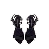 CONTRASTING FLAT SANDALS - Shoes - Woman | ZARA United States