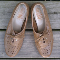 Vintage shoes  Hush Puppies laceup granny by bonmarchecouture