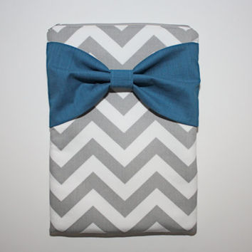 MacBook Pro or Air, Laptop Case / Sleeve - Gray Chevron Stripes with Teal Bow - Double Padded