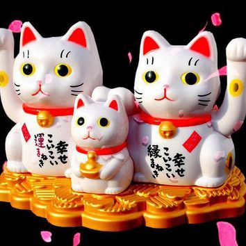 Solar Powered Japanese Kitty Car Fortune Lucky Decor Maneki Neko  Hello