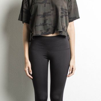 oversized cropped tee / dark camo