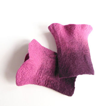Wirst warmer hand felted, Hand felted fingerless mittens, felted long gloves, felted wirst warmers, pink dark pink warmers, OOAK warmers