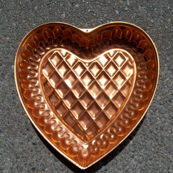 Copper Color Large Heart Mold, Jello Mold, Quilted Middle and Decorative Piped Edging, Pretty Kitchen Wall Decor